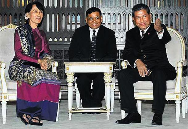 http://burma.irrawaddy.org/wp-content/uploads/2012/06/393335.jpg