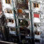 ရန္ကုန္က ကန္ထ႐ိုက္တိုက္ေတြ က်ဥ္းေပမယ့္ ေစ်းႀကီး (ဓာတ္ပံု - Reuters)