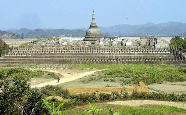 http://burma.irrawaddy.org/wp-content/uploads/2013/03/mrauku-Koe-thaung-pagoda.jpg