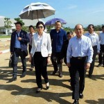 ထား၀ယ္ အထူး စီးပြားေရးဇုန္ တည္ေဆာက္ေရး ေဆြးေႏြးရန္ ၂၀၁၂ ဒီဇင္ဘာလ အတြင္းက ထား၀ယ္သို႔ ေရာက္ရွိလာ သည့္ ထိုင္း ၀န္ႀကီးခ်ဳပ္ မစၥ ယင့္လတ္ ရွင္နာ၀ပ္ ႏွင့္ သမၼတ ဦးသိန္းစိန္ (ဓာတ္ပုံ – Yingluck Shinawatra facebook)