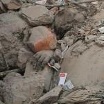 ဧၿပီလ ၂၄ ရက္ေန႔တြင္ ဘဂၤလားေဒ့ရွ္ႏိုင္ငံ ၿမိဳ႕ေတာ္ဒကၠာ အျပင္ဖက္ရွိ အထည္ခ်ဳပ္စက္႐ံု အေဆာက္အဦ ၿပိဳက်ၿပီး အလုပ္သမား ၁၁၂၉ ေယာက္ အသက္ဆံုး႐ံႈးခဲ့ရသည္ (ဓာတ္ပံု- Reuters)