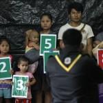 ၂၀၁၄ ခုႏွစ္ ဇူလိုင္လအတြင္း ထိုင္းအာဏာပိုင္မ်ားက မယ္လဒုကၡသည္စခန္းအတြင္း လူဦးေရစာရင္းေကာက္ယူစဥ္ (ဓာတ္ပံု - Reuters)