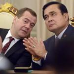 ထိုင္းဝန္ႀကီးခ်ဳပ္ ပရာယြတ္ ခ်န္အိုခ်ာနဲ႔ ႐ုရွားဝန္ႀကီးခ်ဳပ္ Dmitry Medvedev တို႔ေတြ႔ဆံုစဥ္