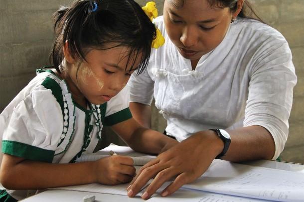 ေက်းလက္က ဆရာမေတြကို လုံၿခံဳတ့ဲ ဘ၀ကို ေပးစြမ္းႏိုင္ဖို႔ လိုေနပါတယ္ (ဓာတ္ပံု - http://www.unicef.org.au)