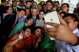 စင်္ကာပူ ဝန်ကြီးချုပ် မစ္စတာလီရှန်လွန်းသည် နတ်မောက်လမ်း…